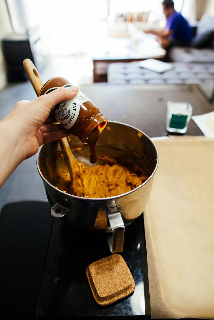 making pumpkin caramel swirl cookies