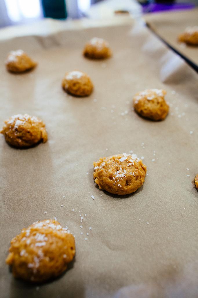 pumpkin caramel swirl cookies3